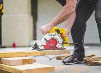 Wynajmowanie sprzętu budowlanego- dlaczego jest to godne uwagi