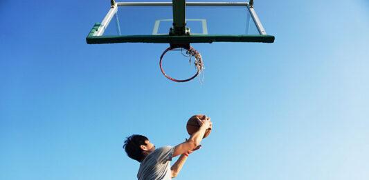 Jak wybrać dobre stroje sportowe dla drużyny koszykarskiej
